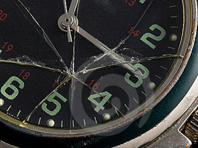 xử lý khi đồng hồ bị vỡ kính